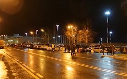 Площадь перед аэропортом Казани после катастрофы